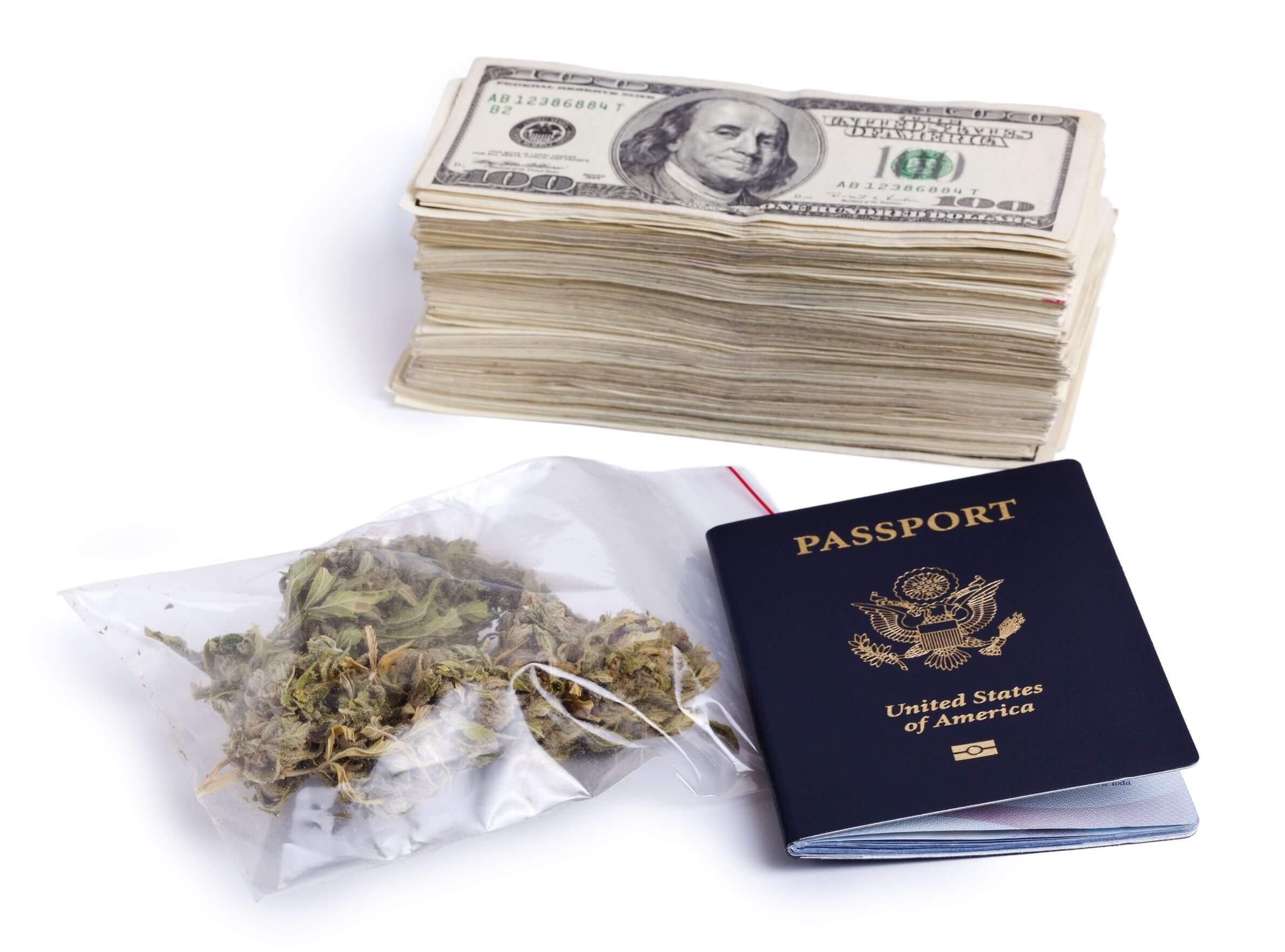 Dallas Pilot Accused of Smuggling $200,000